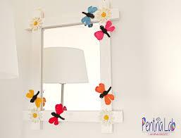 Decorazioni In Legno Da Parete : Specchio a parete con cornice in legno e decorazioni ad uncinetto