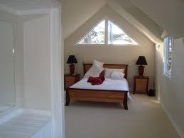 Die Dekoration Der Dachboden Mit Schrägen Wänden Schlafzimmer Ideen