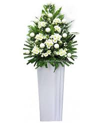 To help families cope with the shock and agony, flowers offer comfort and express sympathy.it is absolutely appropriate for you to comfort a grieving family by giving them flowers. Condolences Wreath Delivery Singapore