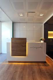 office reception counter. Reforma Clinica Dental Avinguda Www.larapujol.com #design #interiors Www.CorporateCare.com Office Reception Counter