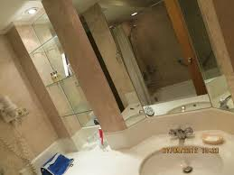 the heritage hotel manila bathroom