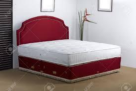 Luxusbettwäsche Matratze In Einer Einrichtung Schlafzimmer