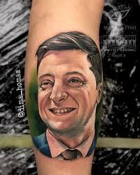 татуировка с зеленским зебанутые украинцы стали бить татуировки