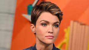 Ruby Rose leaves Batwoman - and other stars who exited major roles - BBC  News