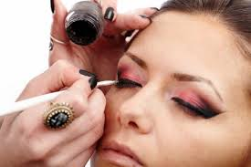6 tricks to make your eyeliner stay longer