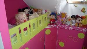 Un Lit Enfant Avec Du Rangement à Base De Meubles De Cuisine