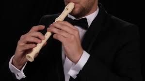 Dalam mazmur 150:4 versi king james alat seruling disebutkan dengan istilah flute. 3 Cara Memainkan Alat Musik Suling Recorder Bukareview