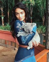 Supermodel Shanina <b>Shaik</b> on How to Do Aussie Beauty Like a Local