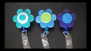diy flower shaped badge reel quick and easy
