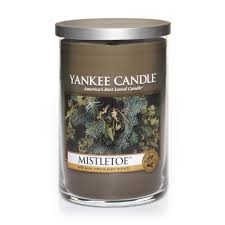 what the website says the woody scents of mistletoe berried pine boughs and holly create this holiday tradition what we say smells like i m standing