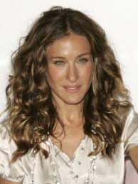 sarah jessica parker s curls are iconic unruly and awesome