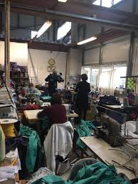 """Bernie Murphy Irish Designer على تويتر: """"Great to see Hilary, Ray & Team  @movilleclothing making medical scrubs for @HSELive #NotAllHeroesWearCapes  #COVID2019 #medicalscrubs #madeindonegal @EileenMagnier @rtenews…  https://t.co/OqDZJm1sL9"""""""