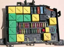 fuse box repairs only rl7 lower right has been removed note broken left hand side of fusebox