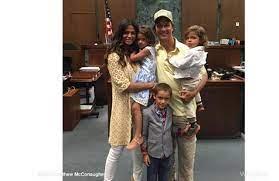 La moglie di Matthew McConaughey è diventata cittadina americana -  Ticinonline