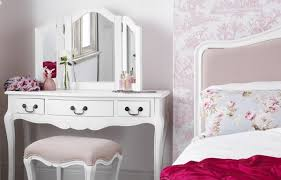 white chic bedroom furniture. irrespective of the shape and size your house you can use this furniture in bedroom it will make look luxurious white chic c