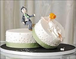 هل هذه كيكة زواج ام...... images?q=tbn:ANd9GcS