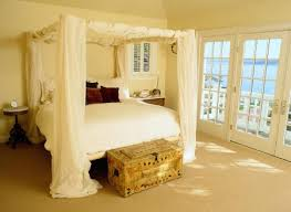 DIY Your Own Beautiful and Romantic Canopy Bed