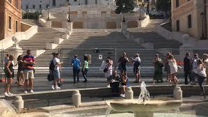 Die berühmte spanische treppe führt von der piazza di spagna hoch zur kirche santa trinità dei monti. In Den Handen Von Barbaren Spanische Treppe In Rom Wird Wiedereroffnet N Tv De