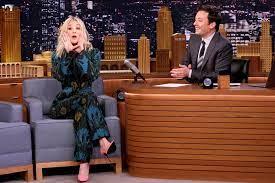 Big Bang Theory: Kaley Cuoco sings theme song for Fallon