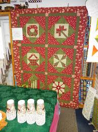 Country Quilts and Bears: Christmas Mystery Quilts Through the Years & Here are photos of all the Christmas Mystery Quilts through the years,  starting with 2002 and coming right up to this years wonderful quilt. Adamdwight.com