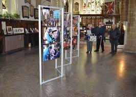 Art Exhibition Display Stands Triple Frame Folding Cable Display Stands RAL Display 20