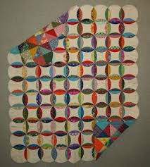 It looks to JustAbitcrazy like it's mock cathedral window, made by ... & It looks to JustAbitcrazy like it's mock cathedral window, made by sewing  two circles of · Circle Quilt PatternsCircle ... Adamdwight.com