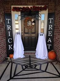 What's your favorite part of this Halloween porch?? I love the idea to use