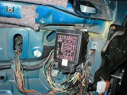 my g3 integra wire tuck and engine bay shaving honda tech here is whats holding it up 2 sheet metal screws