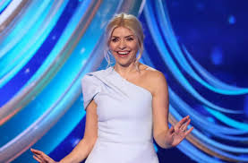It's the dancing on ice final 2019 and holly willoughby looks absolutely stunning in this pale pink couture gown from peter langer. Lt4jxn0hwewkim