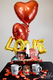 These valentine's day gift ideas are all you need! Romantic Valentine Gift Basket Ideas Sprinkle Some Fun