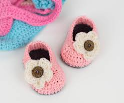 Crochet Baby Booties Pattern 3 6 Months Inspiration FREE PATTERN Crochet Baby Booties With Flower Croby Patterns