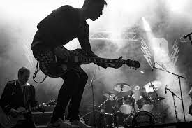Hard rock, punk rock, progressive rock, metal, heavy metal, dll. Pengertian Musik Rock Sejarah Jenis Ciri Disertai Contohnya