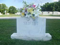 """Mrs Matilda Rose """"Tillie"""" Roberson Seifert (1964-2004) - Find A Grave  Memorial"""
