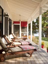 60 Farmhouse Front Porch Decor Ideas - decorapartment