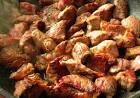 Кусочки свинины в соусе на сковороде