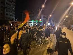 VIDEO și GALERIE FOTO: Proteste anti-restricții în Focșani; peste o mie de tineri, pe jos sau în mașini, au strigat Libertate! și Jos Guvernul! - Monitorul de Vrancea