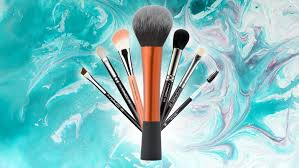 i ve been a professional makeup artist for the past 9 years and found i always reach for the same brushes when doing makeup on my clientyself