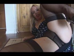 Homemade mature babe teasing and masturbating