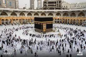 حجاج بيت الله الحرام يُؤدون طواف الإفاضة