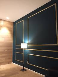 Elegante Wandgestaltung Mit Goldenen Stuckleisten In 2019