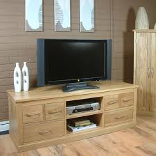 mobel oak widescreen television cabinet 2 baumhaus mobel solid oak mounted widescreen