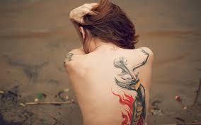 красивая татуировка на спине у девушки обои для рабочего стола