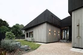 modern split level home backyard 1000x667 house under eaves
