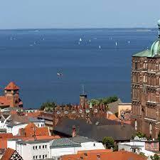 Stralsund zeichnet sich durch eine hervorragende bildungsstruktur und eine vielfalt unterschiedlicher angebote aus, die ideale chancen und eine optimale förderung ermöglichen. Stralsund Backsteingotik Und Welterbe An Der Ostsee Ndr De Ratgeber Reise Vorpommern
