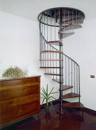 Produzione di scale a chiocciola in acciaio inox