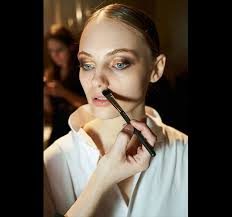4 create an ustructed eye look meaning that although there s an eye shadow element missing it s as important as the other makeup you re applying