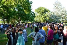 photo essay senior prom photos quarter claireisbold the uc davis arboretum was filled hundreds of excited seniors posing for photos before the