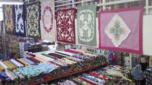 Pre-sewn Hawaiian Quilts - Picture of Fabric Mart, Honolulu ... & Fabric Mart: Pre-sewn Hawaiian Quilts Adamdwight.com