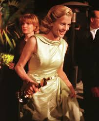 vanity fair oscar party kim basinger with her oscar for l a confidential 1998