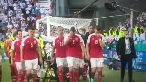 خروج إيريكسن من الملعب بعد سقوطه المفاجئ